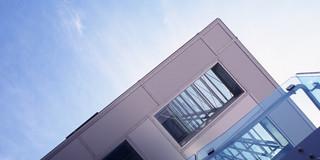 Solitär, Neubau, Freiform, Stahltragwerk, Glasfassade, Medienfassade, LED, Platz, Privat, Ausstellung, Veranstaltung, Architektur, KTP, Kauffmann Theilig Partner, Freie Architekten PartGmbB, Stuttgart