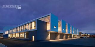 Neubau, Beton-Holz-Tragwerk, Glasfassade, Metallfassade, Flachdach, Dachbegrünung, Tiefgarage, Parkplatz, Privat, Großprojekt, Produktion, Lager, Büro, Verwaltung, Fitness, Showroom, Industriebau architektur